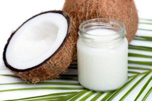 Borcan cu ulei din nuca de cocos.