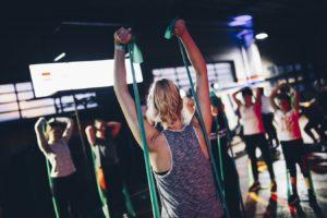 Antrenament cu elastic pentru arderea caloriilor