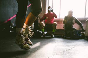 Curs de Zumba într-o sală de fitness