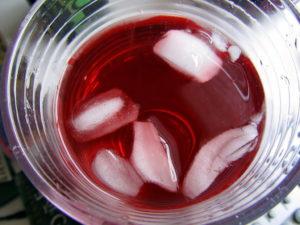 Ceai de hibiscus cu gheață