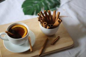 Ceai decofeinizat cu scorțișoară și lămâie