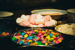 Diverse dulciuri ce conțin cantități mari de zahăr