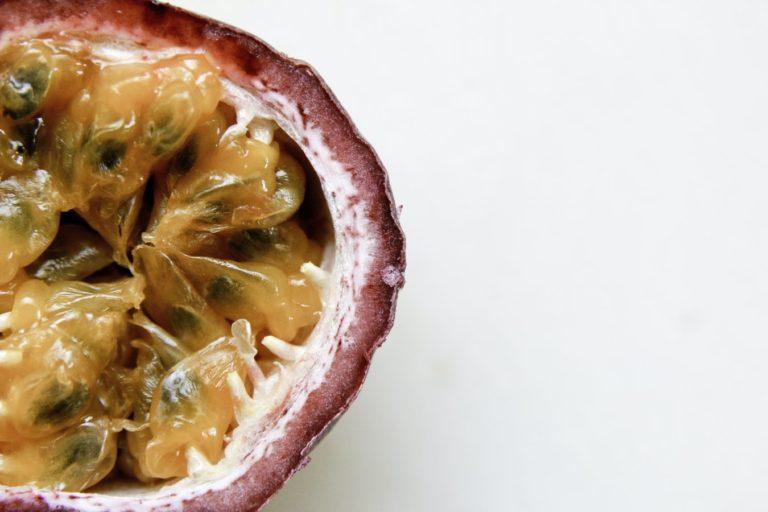 Fructul pasiunii văzut în secțiune