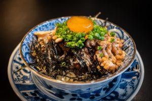 Preparat din bucătăria japoneză pe bază de natto