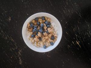 Skyr cu afine și cereale