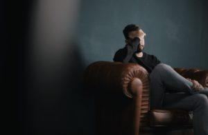 Bărbat acuză o migrenă din cauza alimentației