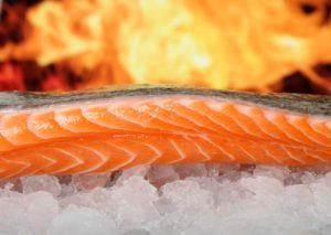 Carnea de somon este o sursă excelentă de Omega 3