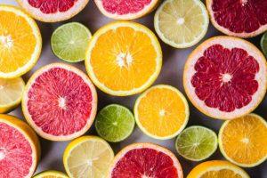 Citricele sunt fructe ce pot elimina mirosul neplăcut al respirației