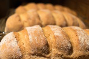 Pâinea și alte produse de panificație sunt alimente ce au un conținut ridicat de carbohidrați