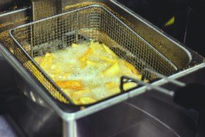 Cartofii prăjiți în baie de ulei sunt o sursă de colesterol