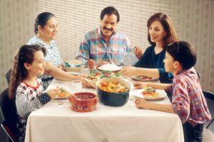 O masă în familie