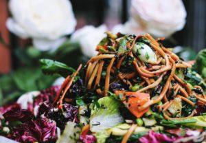 Salată vegană cu noodles
