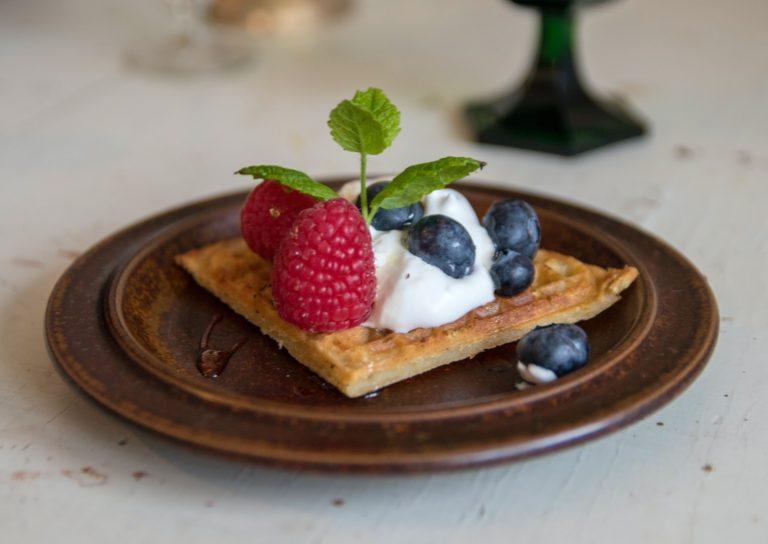 Waffle cu iaurt și fructe de pădure