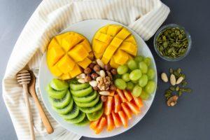 Platou cu fructe și nuci